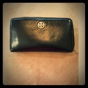 "Tory Burch Wallet 7"" X 4"" X 1"" good condition"
